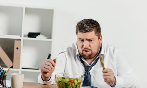 Диетологи назвали причину постоянного голода