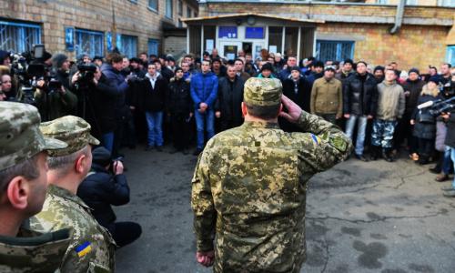 Украинцы призывного возраста массово бегут за границу