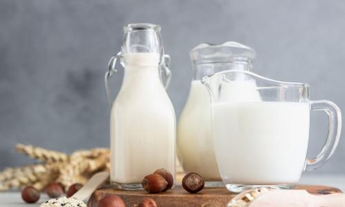 Чтобы не скисло: Можно ли замораживать молоко?