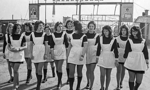 Какую форму носили школьницы в СССР и как наказывали за платье выше колена?