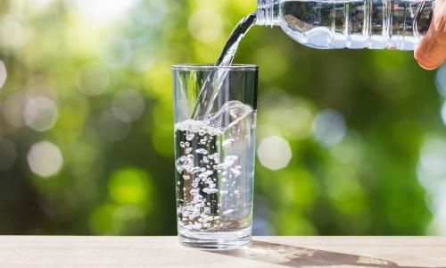 Названы напитки, которые можно пить в жару