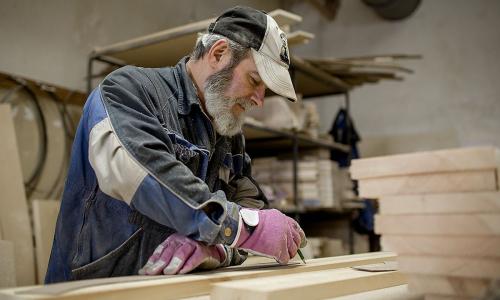 К пенсии 250 тысяч рублей: На каких работах много платят пожилым