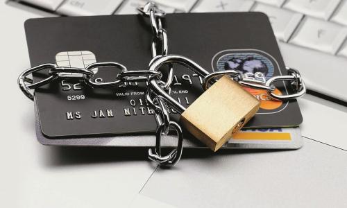 Счета и карты будут блокировать без суда – на 10 дней