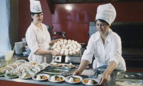 Названы две самые вредные пищевые привычки россиян