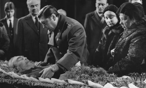 «Гроб упал»: что на самом деле случилось во время похорон Брежнева